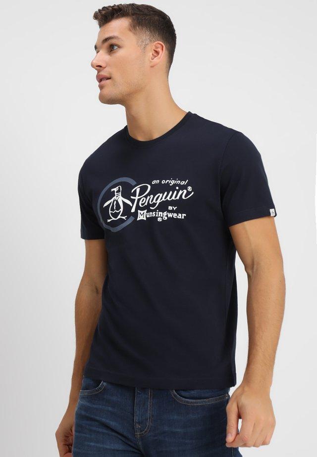 COMBO LOGO TEE - Print T-shirt - dark sapphire