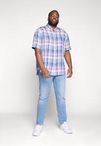 Polo Ralph Lauren Big & Tall - PLAID - Camicia - blue/cherry - 1