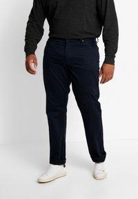 Polo Ralph Lauren Big & Tall - CLASSIC FIT VARICK  - Spodnie materiałowe - collection navy - 0