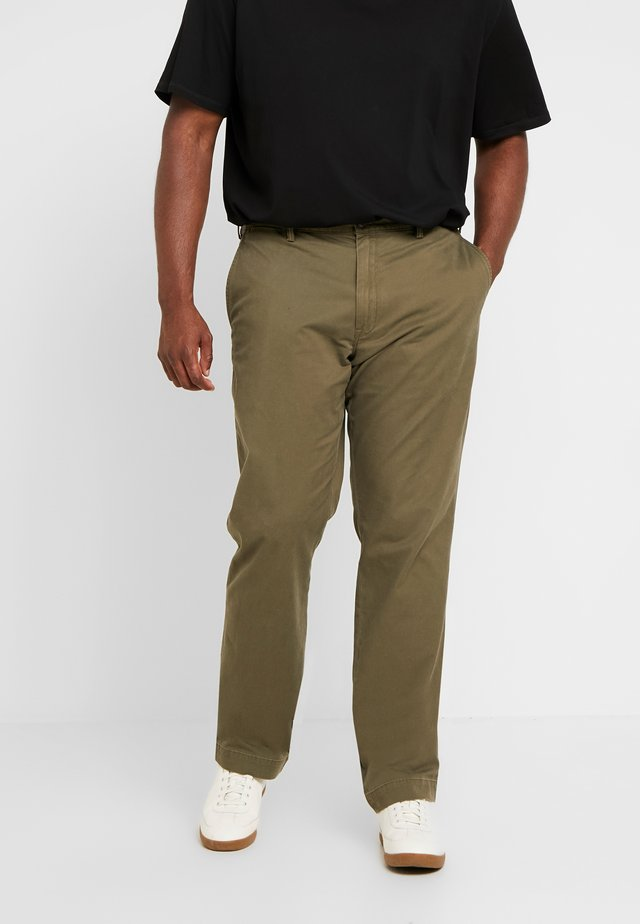 CLASSIC FIT BEDFORD PANT - Tygbyxor - defender green