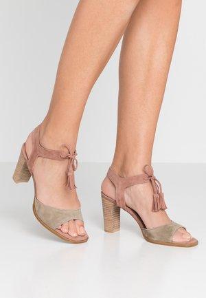 Sandály - kaki/blush