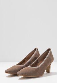 PERLATO - Classic heels - stone - 4