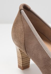 PERLATO - Classic heels - stone - 2