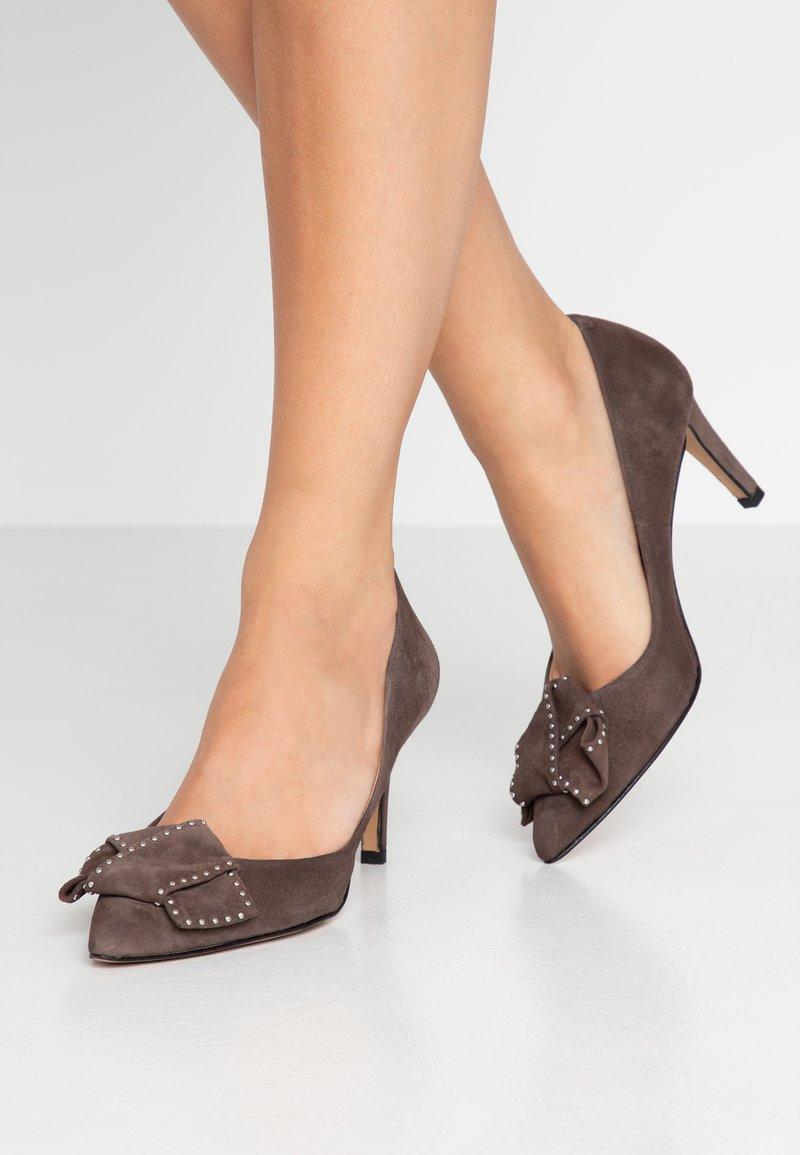 PERLATO - Classic heels - terra