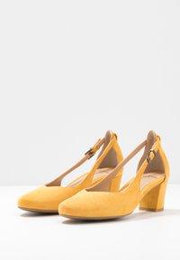 PERLATO - Classic heels - saffron - 4