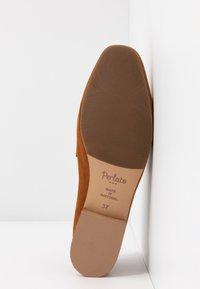 PERLATO - Nazouvací boty - camel - 6