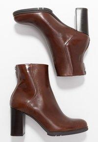 PERLATO - High heeled ankle boots - jamaika cognac - 3
