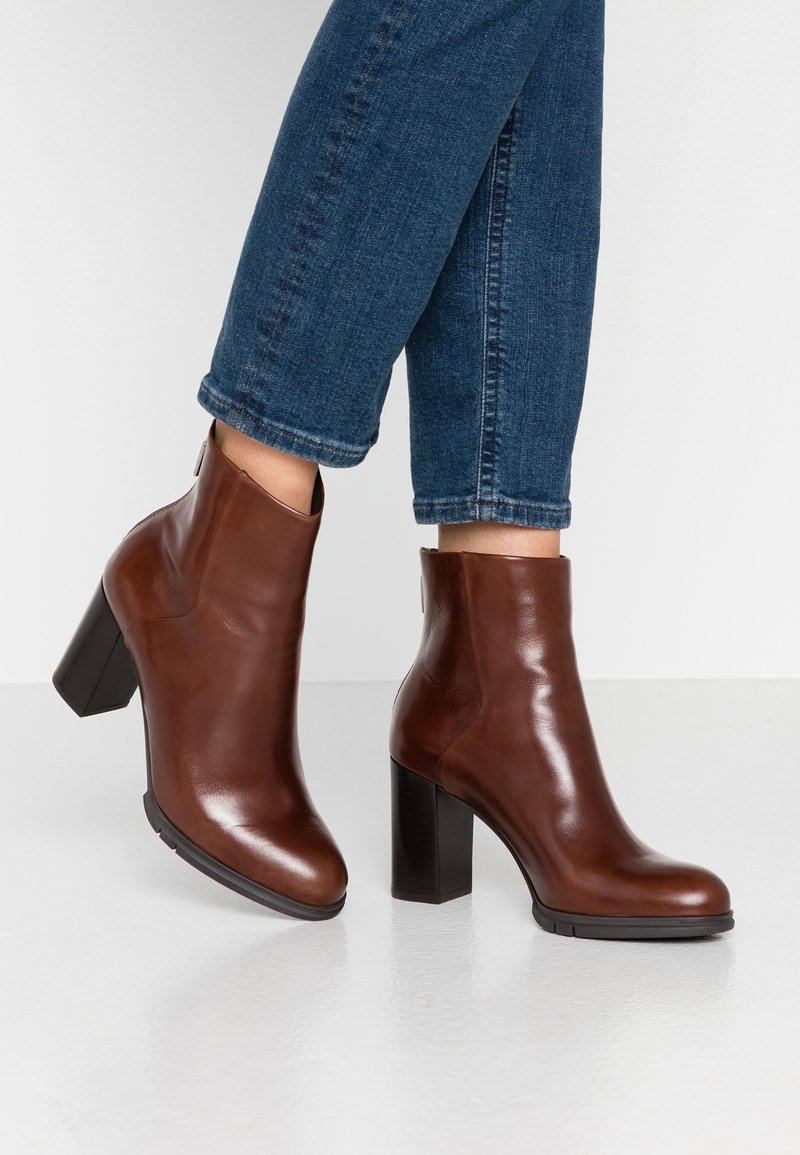 PERLATO - High heeled ankle boots - jamaika cognac