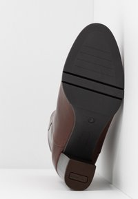 PERLATO - High heeled ankle boots - jamaika cognac - 6