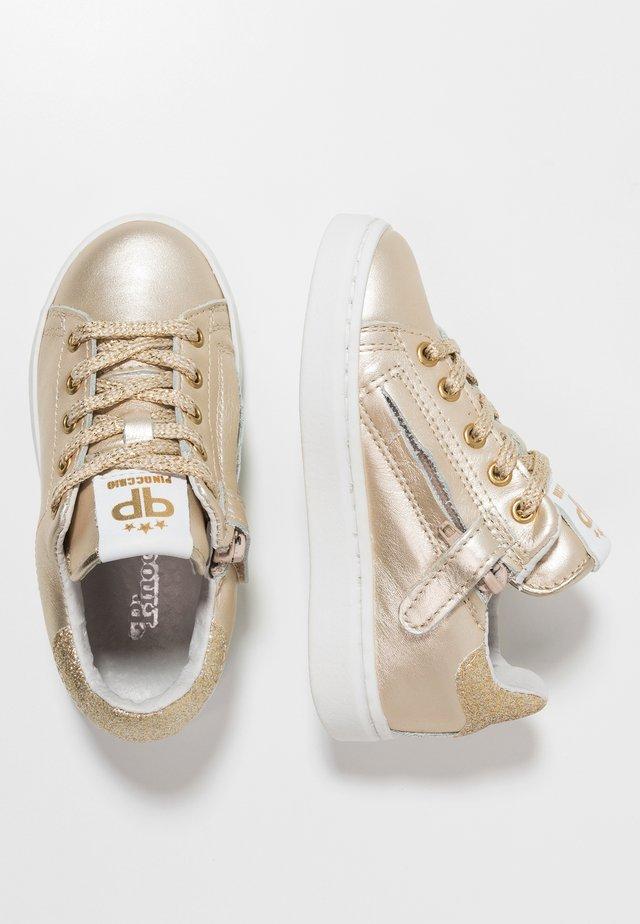 Sneakers - platina