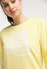 Petrol Industries - PETROL INDUSTRIES SWEATSHIRT - Bluza - mellow yellow - 3