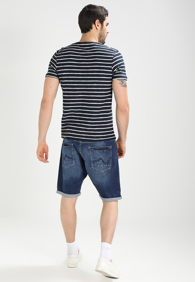 BULLSEYE - Shorts di jeans - vintage blue