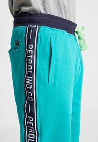 Petrol Industries - Teplákové kalhoty - miami green - 5