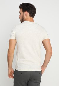 Petrol Industries - T-shirt med print - antique white melee - 2