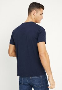 Petrol Industries - OPTION - T-shirt med print - deep capri - 2