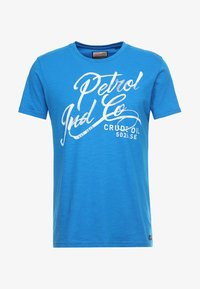 Petrol Industries - OPTION - Triko s potiskem - electric blue