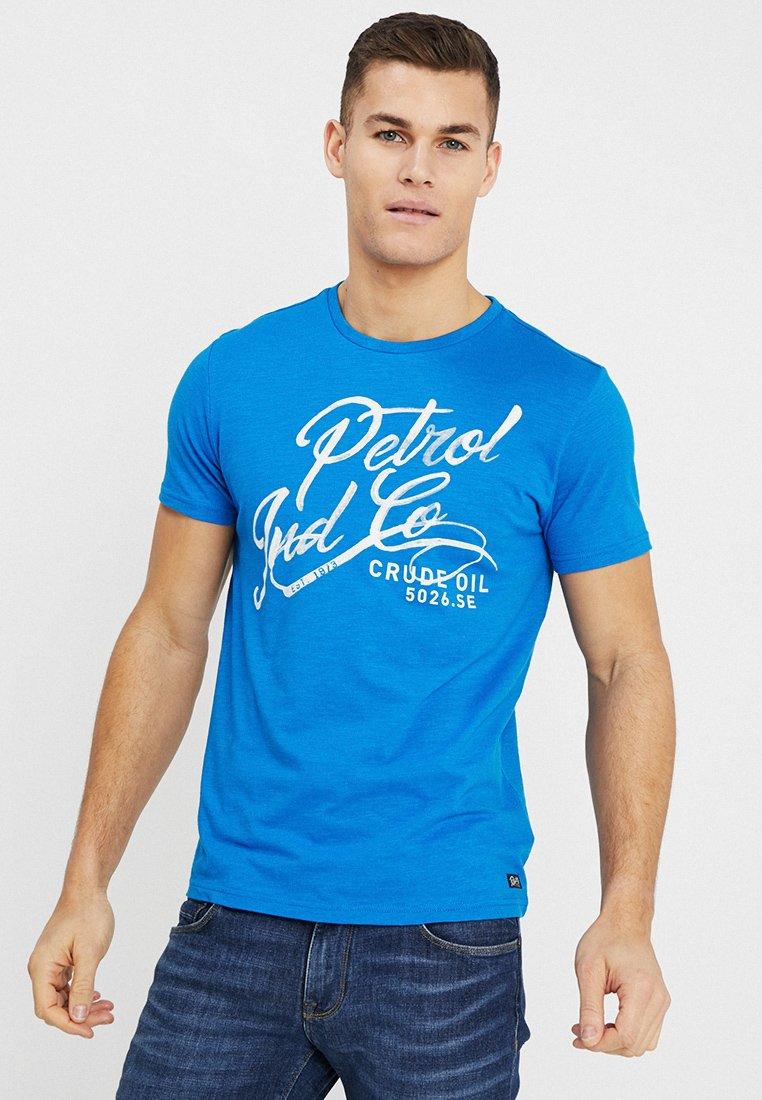 Petrol Industries - OPTION - Print T-shirt - electric blue