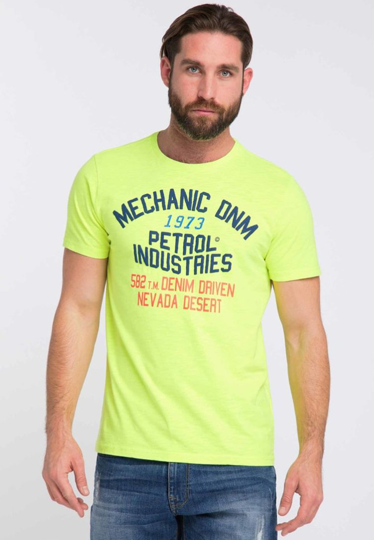 Petrol Industries T-shirt z nadrukiem - safety yellow