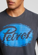Petrol Industries - T-shirt med print - raven grey - 5