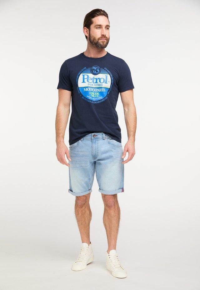 PETROL INDUSTRIES T-SHIRT - T-shirt med print - deep capri