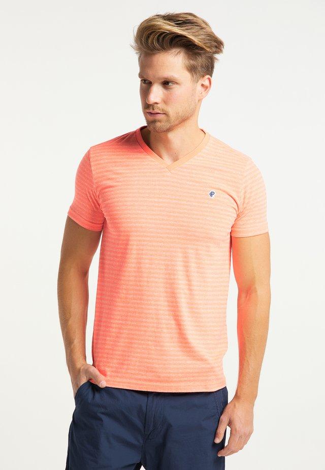 PETROL INDUSTRIES - T-shirts print - fiery coral