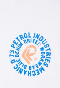 Petrol Industries - Shorts - chalk white - 2