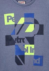 Petrol Industries - T-shirt z nadrukiem - stone blue - 3