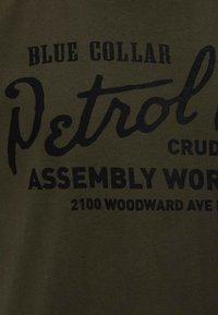 Petrol Industries - T-Shirt print - dark army - 2