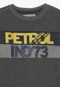 Petrol Industries - Sweatshirt - dark army - 4