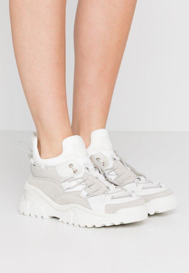 CUMINO  - Sneakersy niskie - bianco