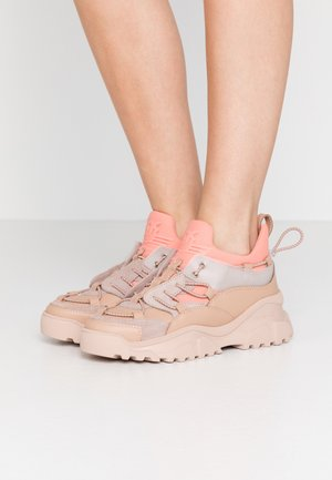 CUMINO  - Sneakersy niskie - rosa/pesca