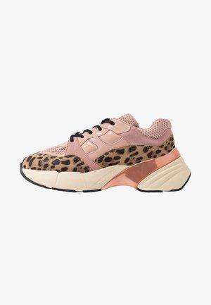 RUBINO SAFARI - Sneaker low - rosa/nero