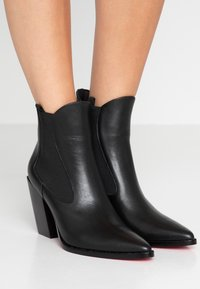 Pinko - ENDINE - Classic ankle boots - black - 0