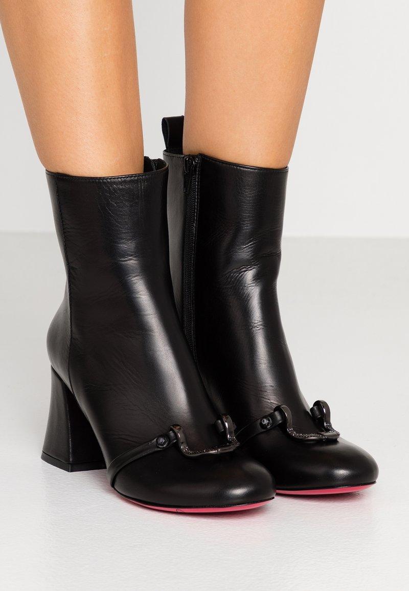 Pinko - MAGGIORE - Korte laarzen - black