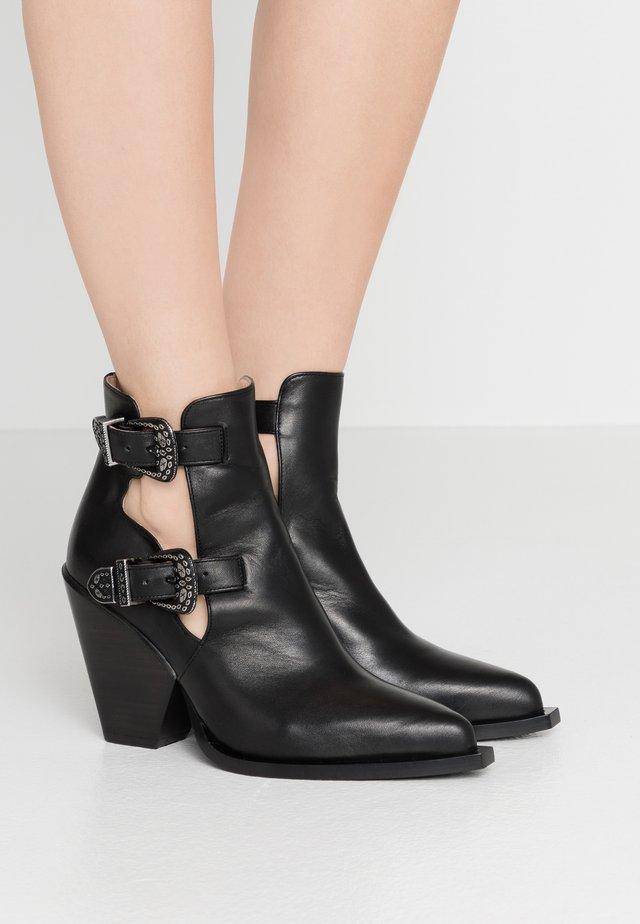 PAPRICA TRONCHETTO - Ankle boots - nero limousine