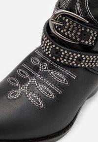 Pinko - RAFANO STIVALE - Cowboy/biker ankle boot - black - 4