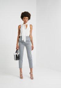 Pinko - BELLA PANTALONE - Pantalones - multi/bianco/nero/bluette - 1