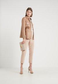 Pinko - BEA PANTALONE - Kalhoty - beige - 1