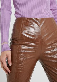 Pinko - GRADINO PANTALONE COCCO LUCIDATO - Kalhoty - brown - 4