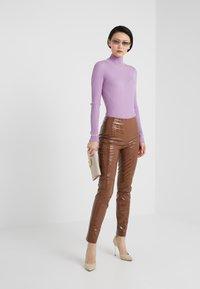 Pinko - GRADINO PANTALONE COCCO LUCIDATO - Kalhoty - brown - 1