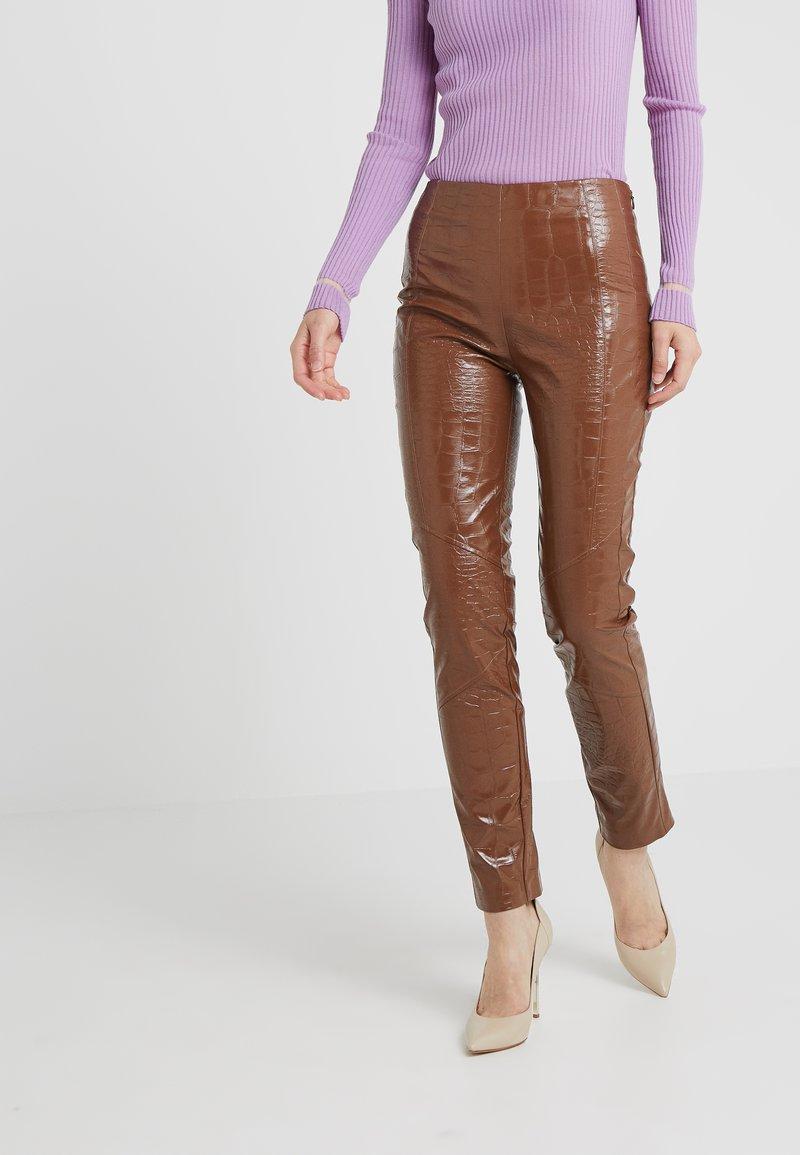 Pinko - GRADINO PANTALONE COCCO LUCIDATO - Trousers - brown