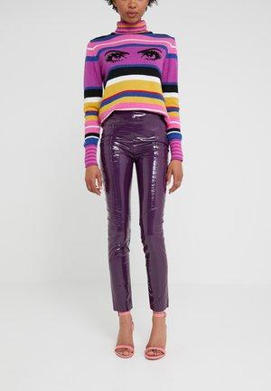 TANDEMPANTALONE LATTICE - Trousers - purple