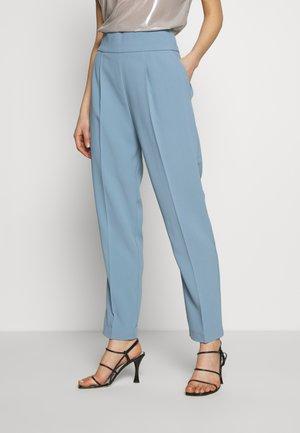 NATALIA PANTALONE - Pantalon classique - azzurro/nebbia blu