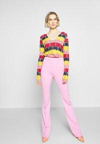 Pinko - MANDARINO PANTALONE PUNTO STOF - Trousers - fiore di rosa - 1
