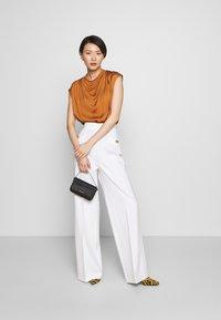 Pinko - LOUISE PANTALONE - Trousers - white - 1