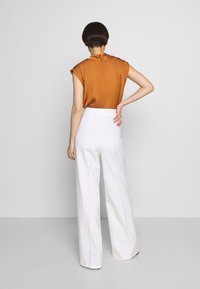 Pinko - LOUISE PANTALONE - Trousers - white - 2