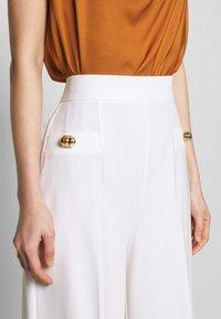 Pinko - LOUISE PANTALONE - Trousers - white - 4