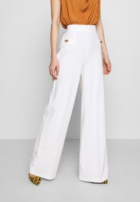 Pinko - LOUISE PANTALONE - Trousers - white - 0