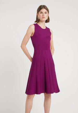 INDOSSO ABITO - Sukienka dzianinowa - purple