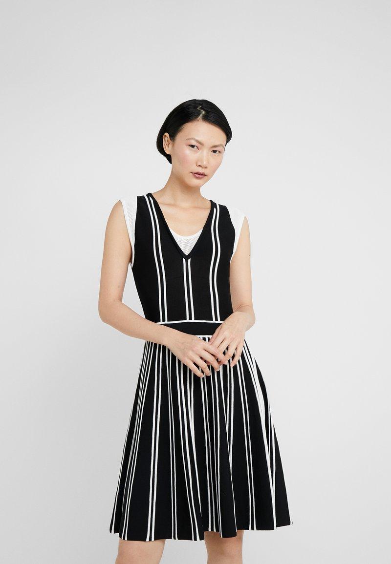 Pinko - BRETAGNA ABITO BICOLOR  - Stickad klänning - nero/bianco